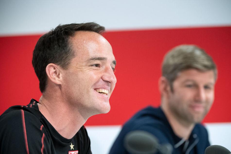 VfB Stuttgart-Interimscoach Nico Willig (links im Bild) stören die Gerüchte um die Trainernachfolge nicht, die Vereinbarung mit Sportvorstand Thomas Hitzlsperger (rechts im Bild) sei klar.