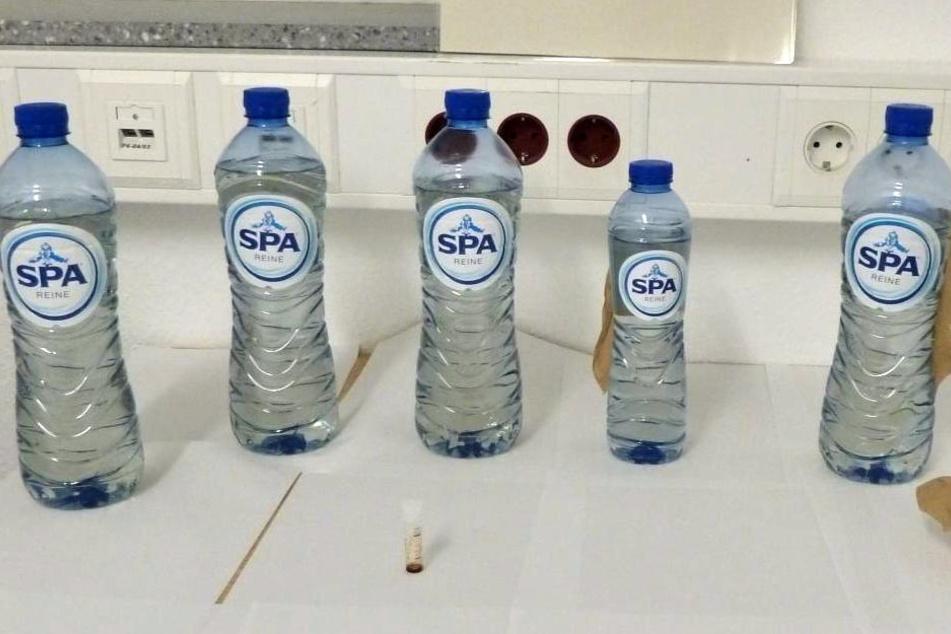 Diese Flaschen beschlagnahmte die Bundespolizei.