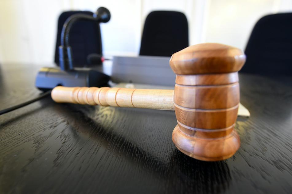 26-Jährige verurteilt: Stiefmutter erstickte Sohn (4)