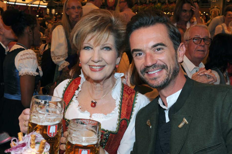 Sänger Florian Silbereisen feierte mit Moderatorin Carolin Reiber (77) im Schottenhamel Festzelt den Oktoberfest-Auftakt.