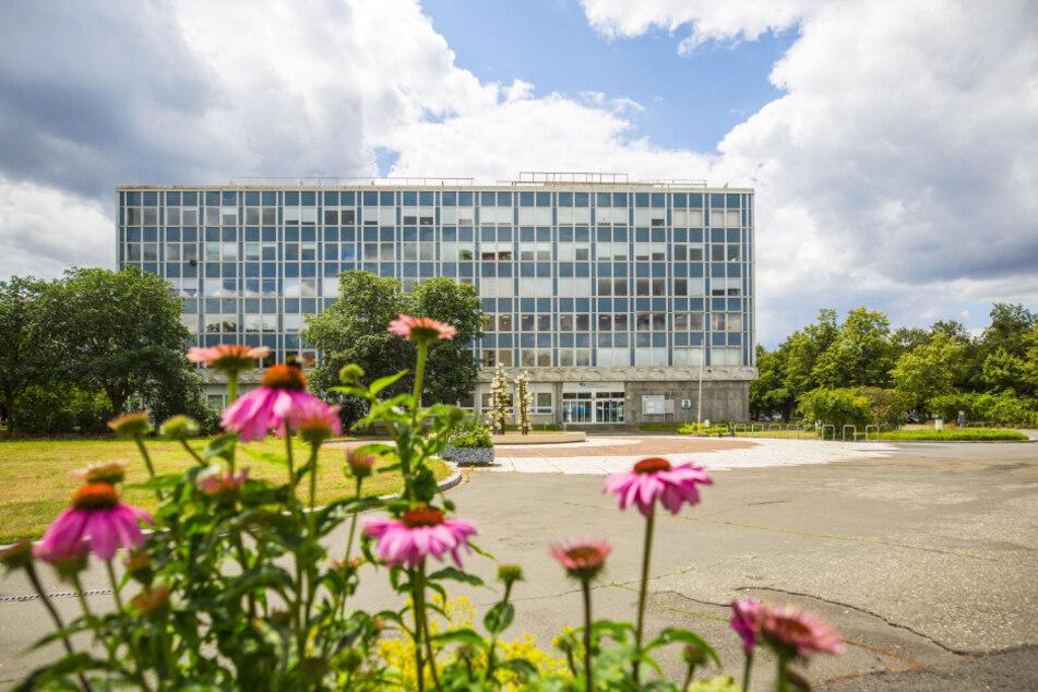 Der Robotron-Riegel am Pirnaischen Platz wird abgerissen. Im Neubau soll es auch Wohnungen geben.