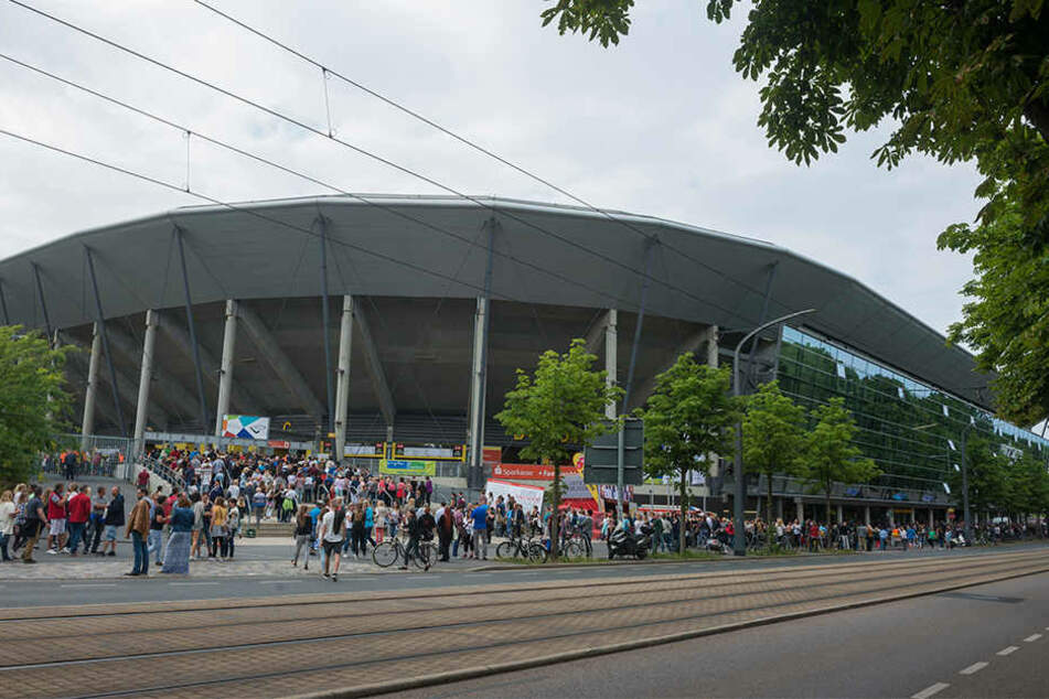 Vor dem DDV-Stadion soll zukünftig Alkohol verkauft werden dürfen.