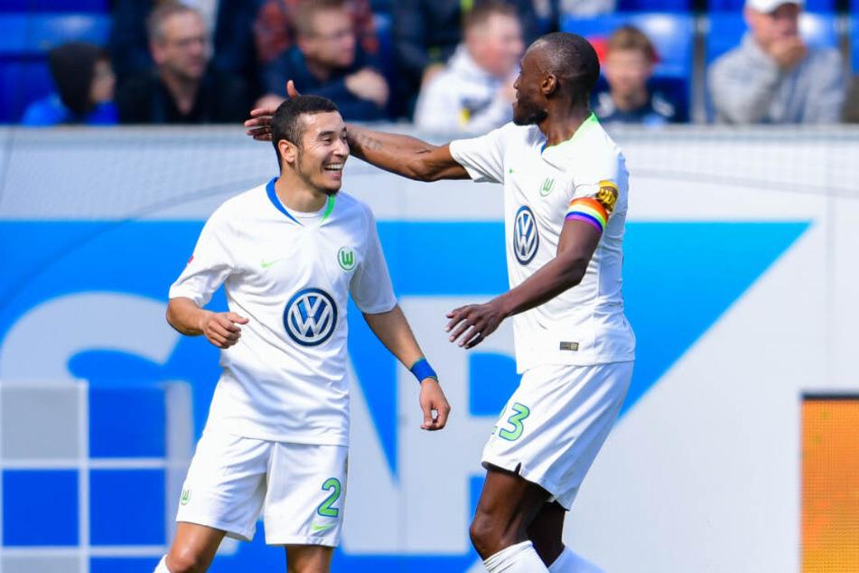 Wolfsburgs William (links im Bild) glich in der 41. Minute mit einem herrlichen Schlenzer zum 1:1 aus.
