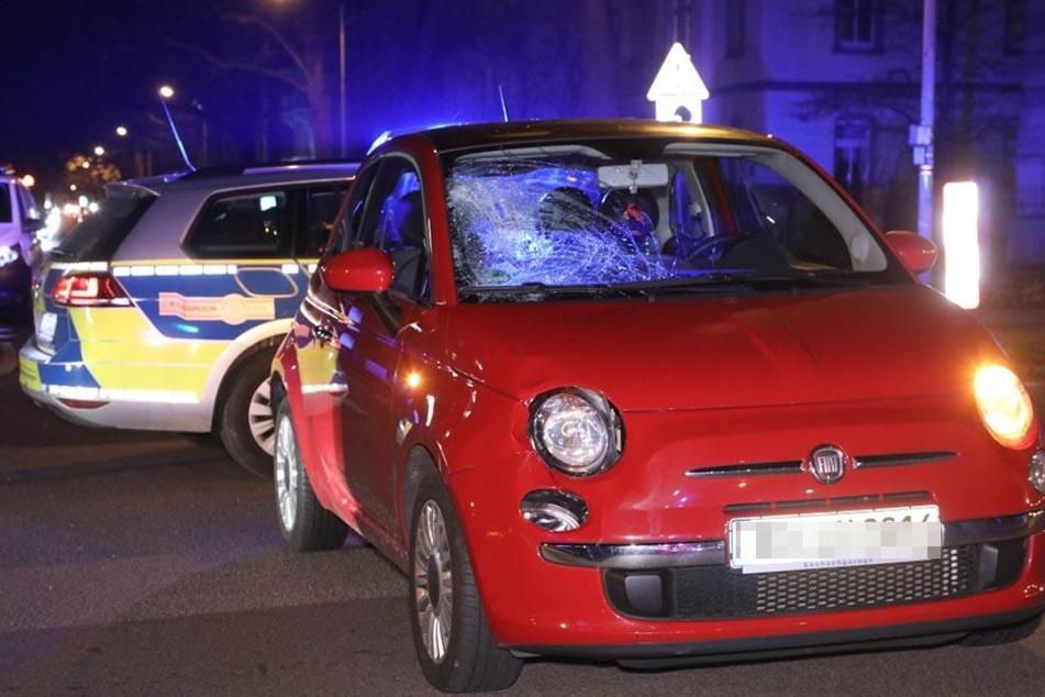 Die Frau krachte in die Frontscheibe des Fiat und wurde schwer verletzt.