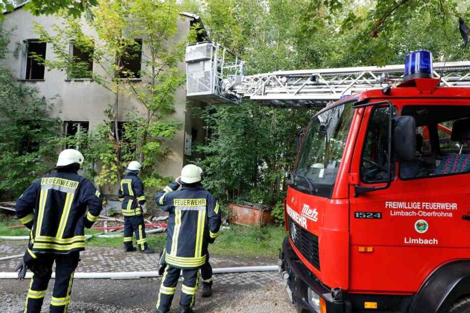 Brandstiftung? Industriebrache brennt