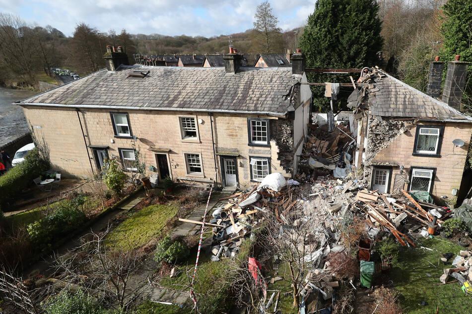 Haus stürzt nach Explosion ein: Eine Frau stirbt, mehrere Verletzte!