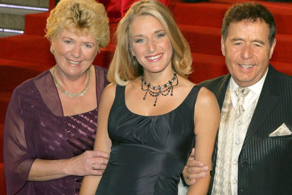 Bildquelle anzeigen BildinfoBildquelle anzeigen BildinfoSängerin Stefanie Hertel mit ihren Eltern Eberhard und Elisabeth Hertel (Archivfoto).