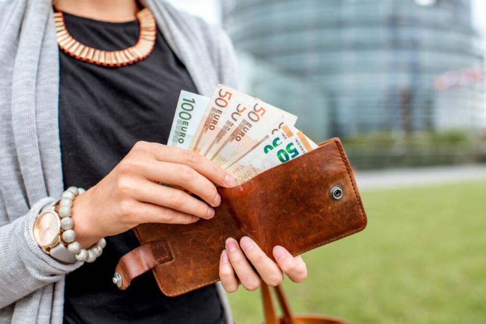 Die Frau soll nun das komplette Geld zurückzahlen. (Symbolbild)