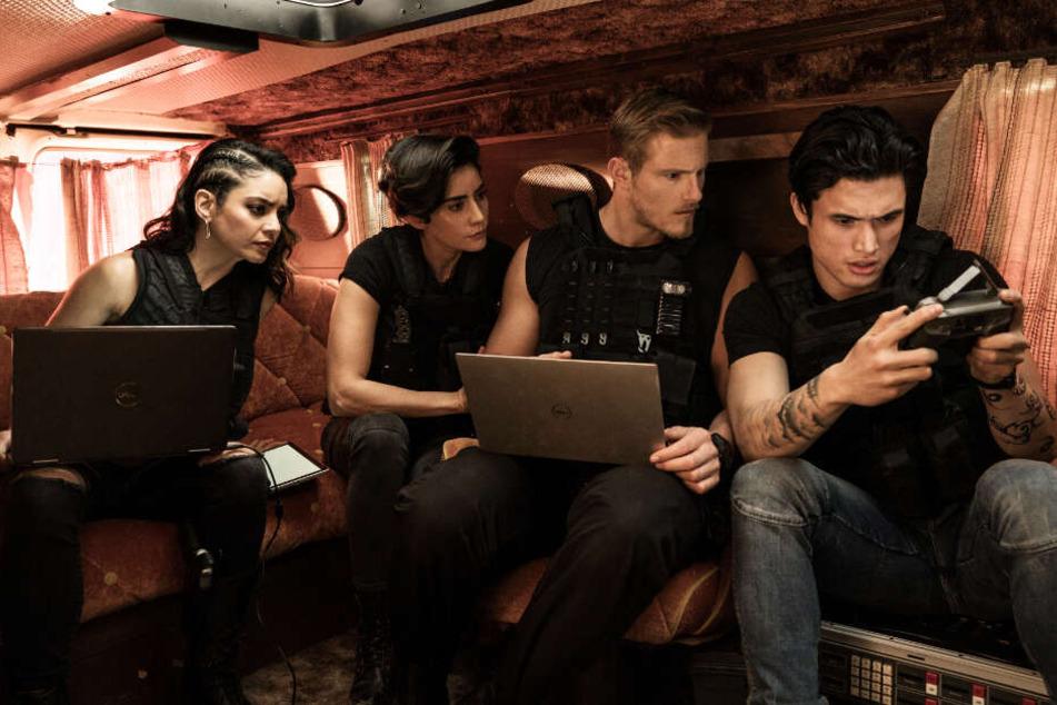 Von links nach rechts: Das junge AMMO-Team um Kelly (Vanessa Hudgens), Rita (Paola Nunez), Dorn (Alexander Ludwig) und Rafe (Charles Melton) unterstützt die beiden Veteranen.