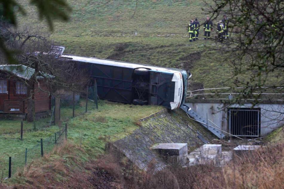 In Thüringen starben am Donnerstagmorgen bei einem Schulbus-Unglück zwei achtjährige Kinder.