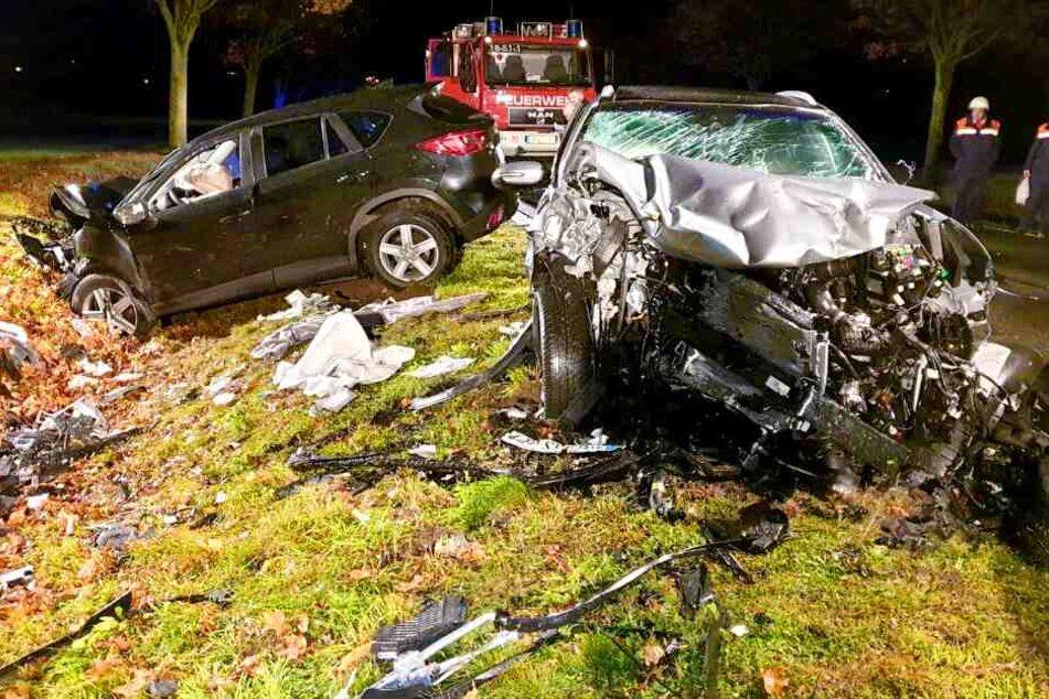 Bei dem Unfall auf der B2 sollen drei Menschen schwer verletzt worden sein.