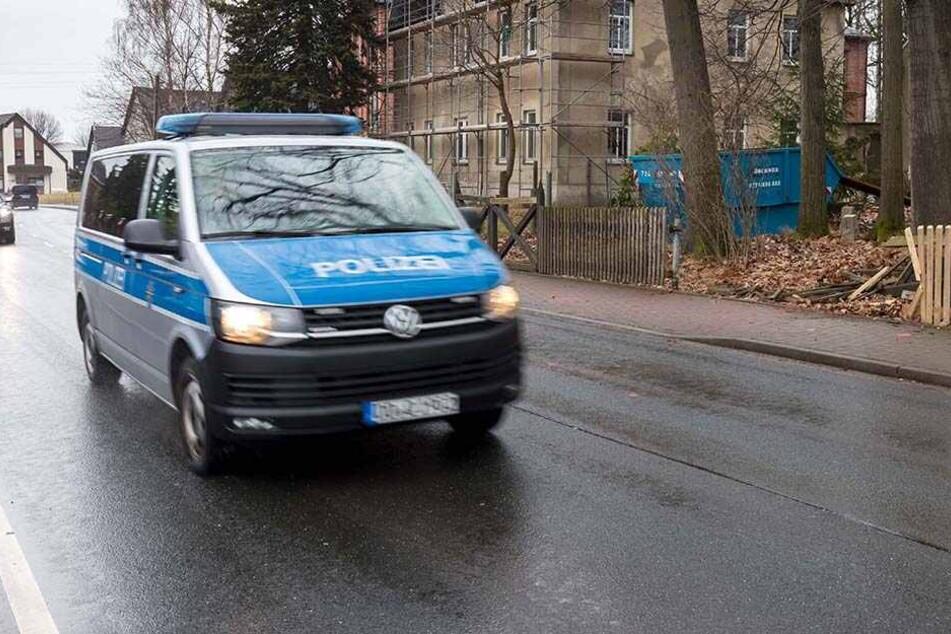 Verfolgungsjagd mit Polizei: Mann rast über A72 und crasht in Streifenwagen