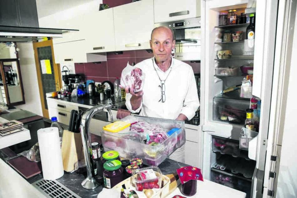 Die Tiefkühltruhe ist voll. Doch Rentner Stefan Rössel (71) sorgt sich ob der Stromausfälle um seine Vorräte.
