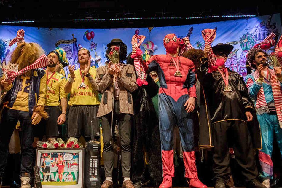 Das Team des 1. FC Köln bei der traditionellen Karnevalssitzung.