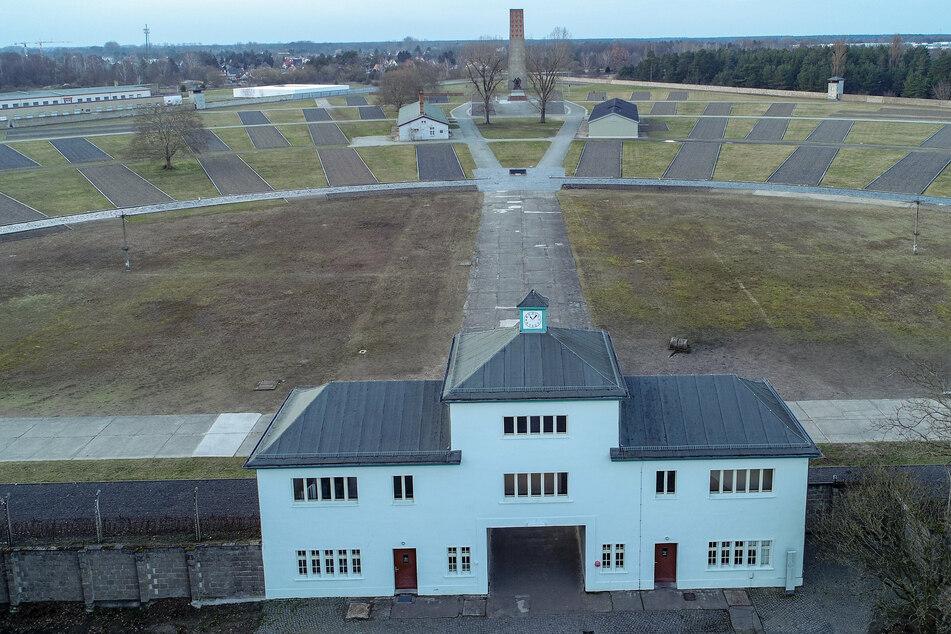 Wegen Beihilfe zum tausendfachen Mord: Früherer KZ-Wachmann (100) vor Gericht