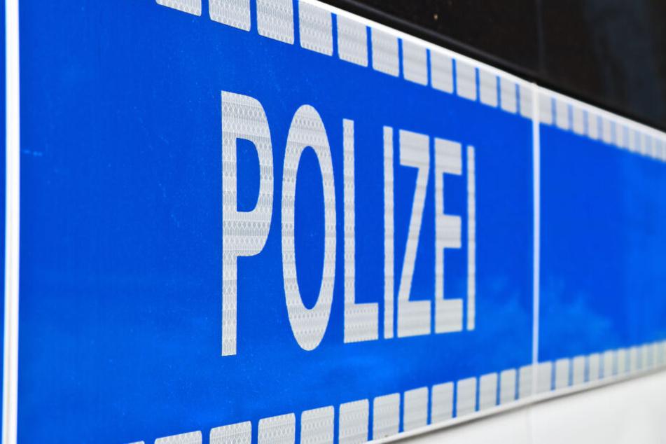 Die Polizei sucht nun nach dem flüchtigen Verdächtigen (Symbolbild).