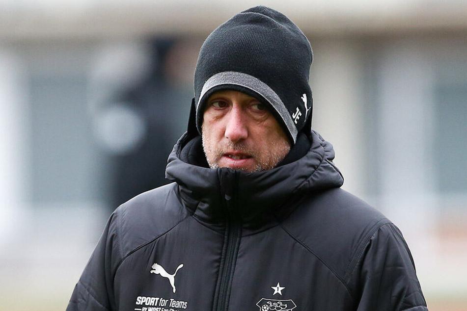Muss sich sein FSV am heutigen Montag warm anziehen? Zwickaus Coach Joe Enochs jedenfalls erwartet gegen Braunschweig eine schwierige Aufgabe.