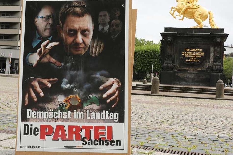 In Bautzen abgehängt, in Dresden noch auf der Straße: Wegen diesem PARTEI-Plakat ermittelt der Staatsschutz.