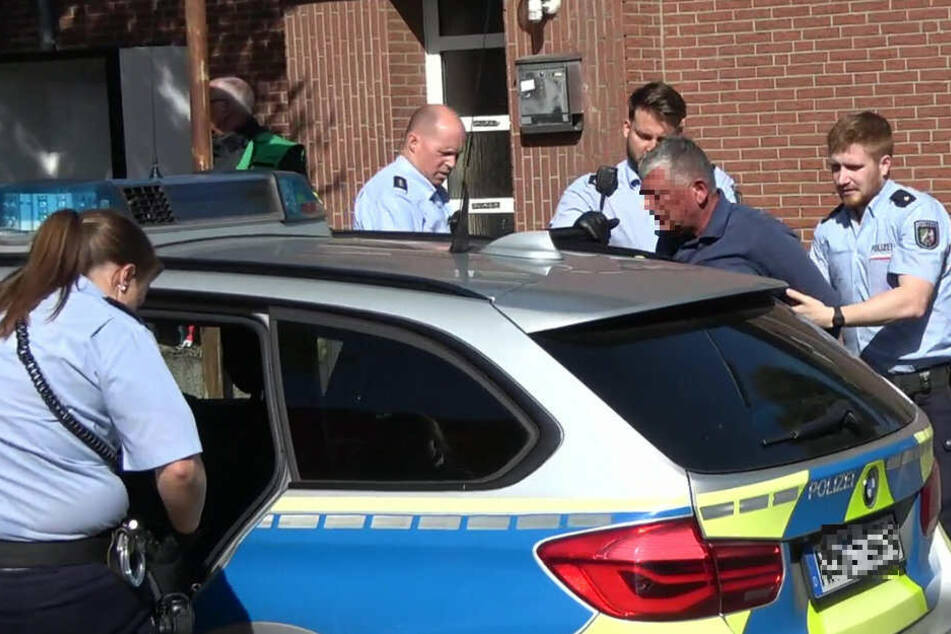 Der Passant wurde handgreiflich und daraufhin vorübergehend festgenommen.