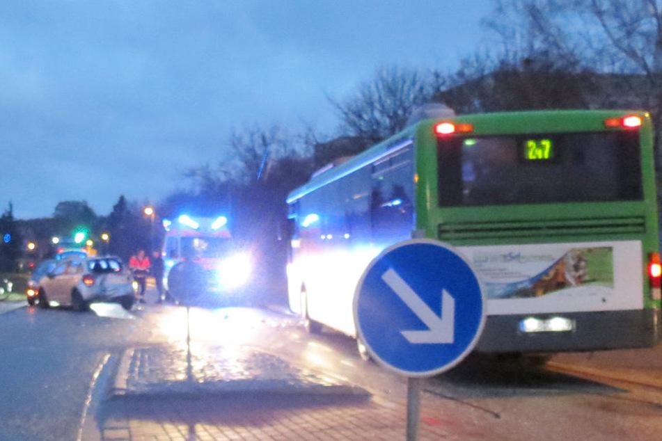 In Harzgerode (Sachsen-Anhalt) ist es am Dienstagmorgen zu einem schweren Schulbuss-Unfall gekommen.