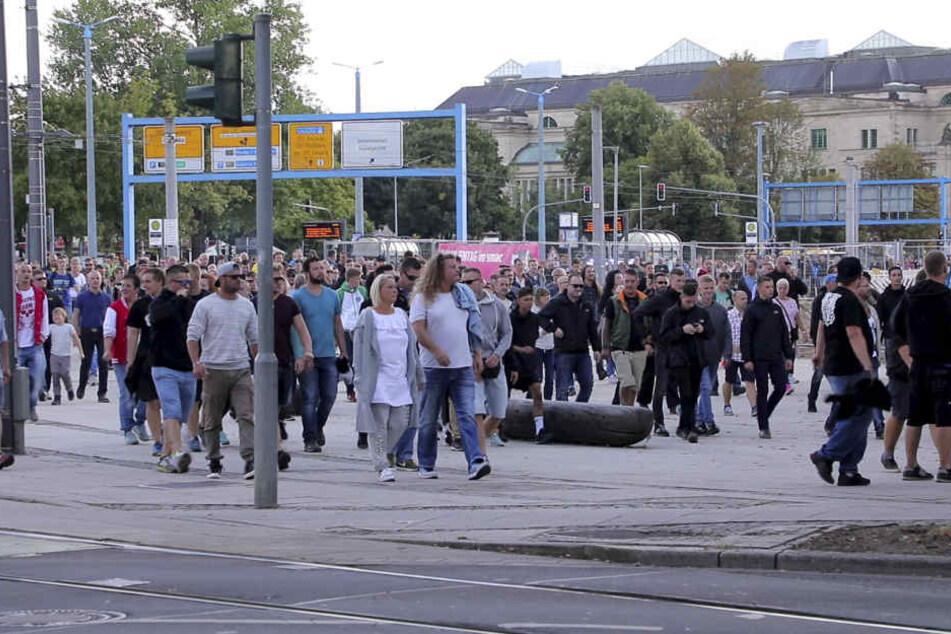 Bei spontanen Demos versammelten sich am Sonntagnachmittag rund 1000 Menschen in Chemnitz.