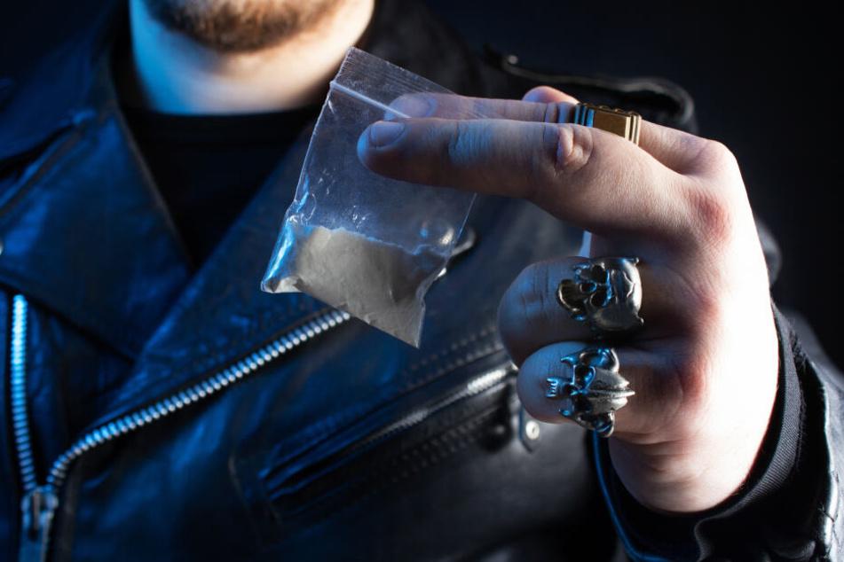 Kokain, Cash und Knarren: Polizisten nehmen Rocker hoch!