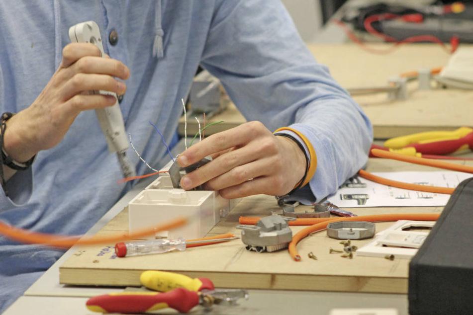 Als Auszubildender zum Elektrotechnischen Assistenten löst Du spannende Entwicklungsaufgaben.