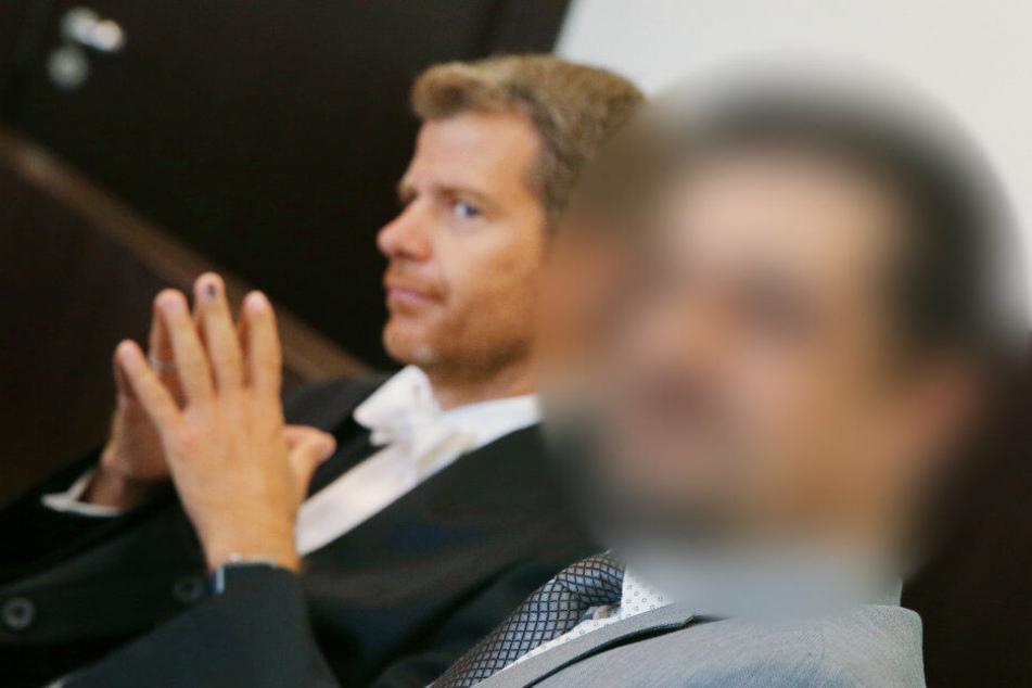 Der Angeklagte neben seinem Anwalt Robert W. Kubach (links).