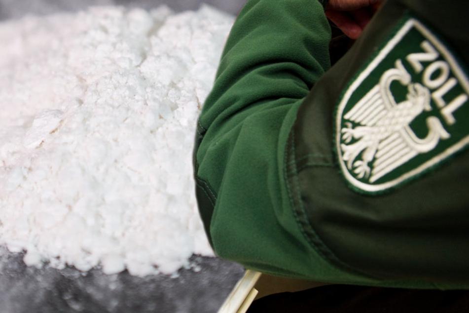Rund zehn Kilogramm Kokain entdeckte der Zoll in dem verdächtigen Koffer (Symbolbild).