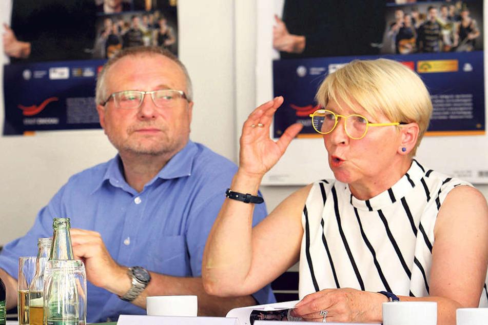 Zwickaus Kulturamtsleiter Michael Löffler (58) mit Karin Berg (64) vom Stadtfest-Projektteam. Erhöhte Sicherheitsmaßnahmen hält Löffler nicht für nötig.