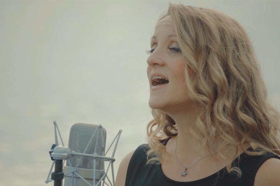"""""""Miss Rockester"""" alias Silvana Mehnert (38) singt im Video """"Mein Fluss"""" tatsächlich von der Elbe."""