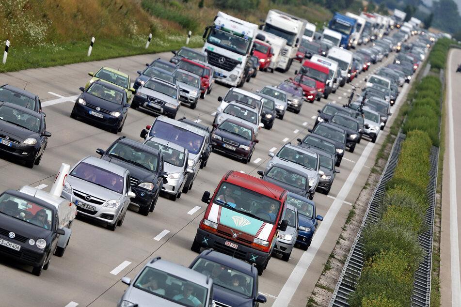 Am Donnerstag beginnen auch in Sachsen-Anhalt die Sommerferien, weshalb auf einigen Autobahnen mit Staus gerechnet werden muss. (Symbolbild)