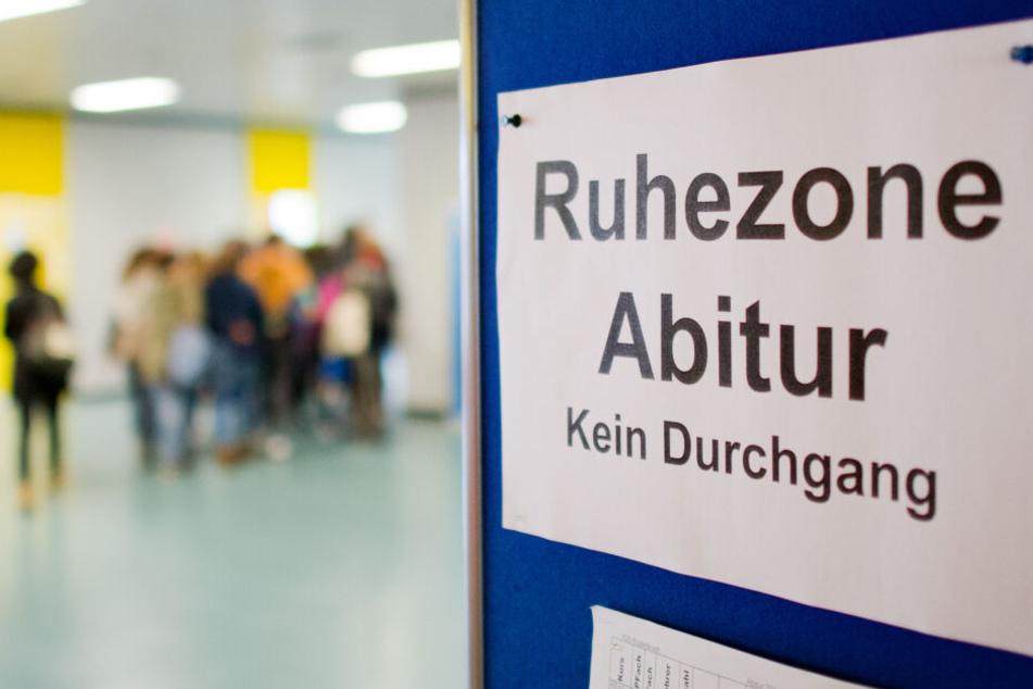 Alle Schüler, bis auf die Abiturienten, mussten das Gebäude kurzzeitig verlassen (Symbolbild).