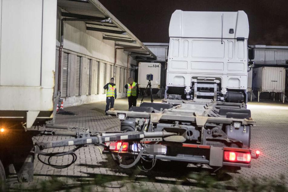 Die Mitarbeiterin wurde von dem Lastwagen überrollt.