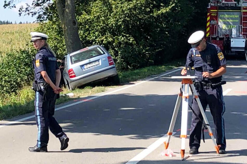 Ein 65 Jahre alter Autofahrer ist bei einem schweren Unfall ums Leben gekommen.
