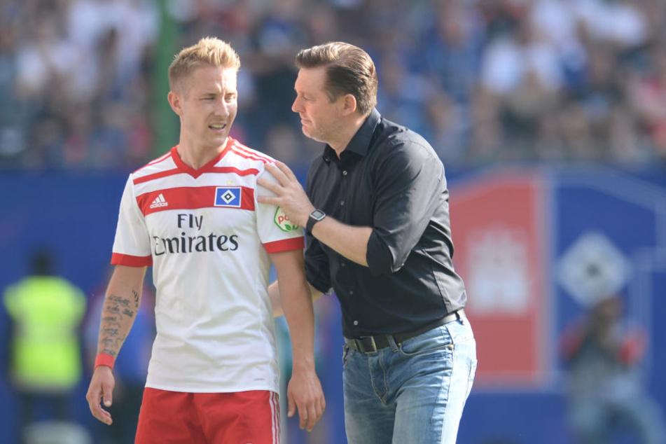 HSV-Cheftrainer Christian Titz (r) kann wieder auf Lewis Holtby (l) setzen.