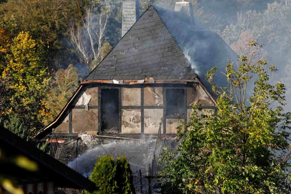 Auf dieses Wohnhaus griffen die Flammen über.
