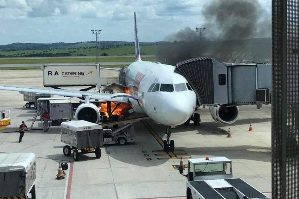 Nach der Landung brannte es unter dem Flugzeug.