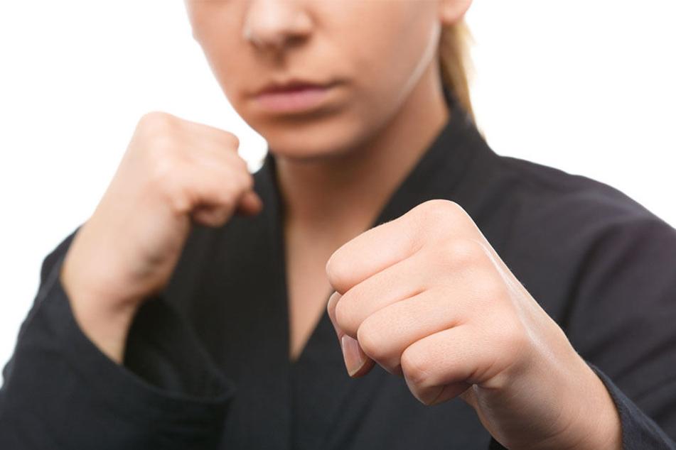 """Die """"Boxerin"""" erwartet nun ein Strafverfahren wegen des Verdachts auf Körperverletzung und Beleidigung."""