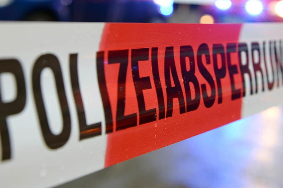 Die Polizei fand in Sachsen-Anhalt eine tote Person nahe einem Supermarkt.