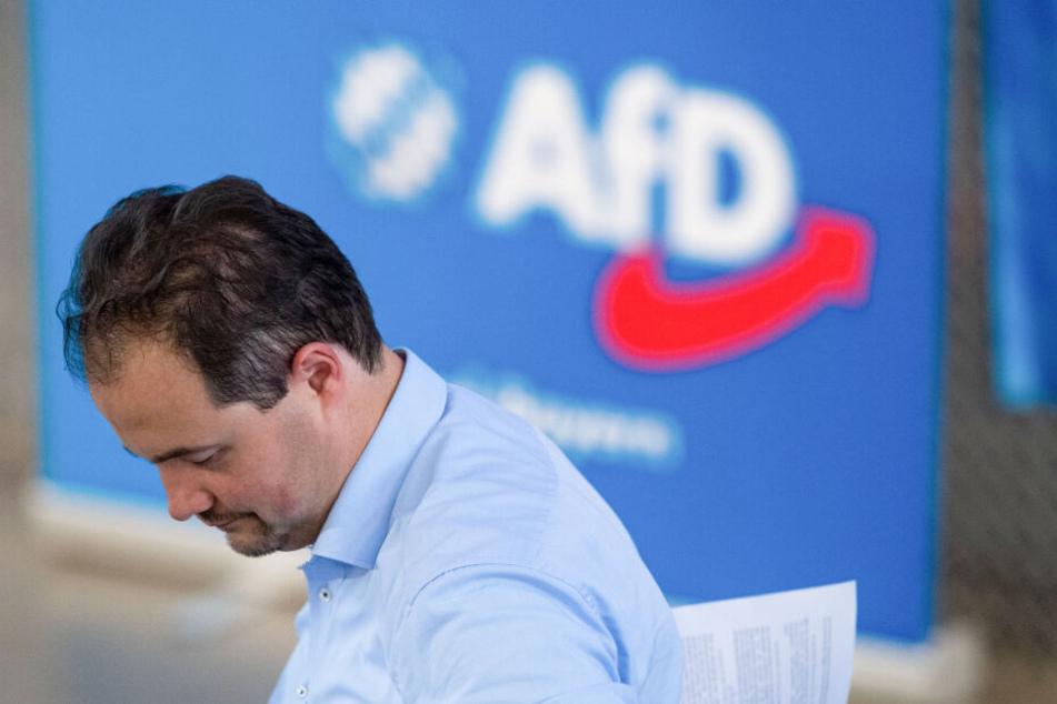 """Martin Sichert (AfD), bayerischer Landesvorsitzender der Partei """"Alternative für Deutschland"""", nimmt an einem Sonder-Landesparteitag teil."""