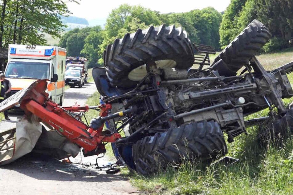 Unter dem Traktor wurde der Mann begraben.