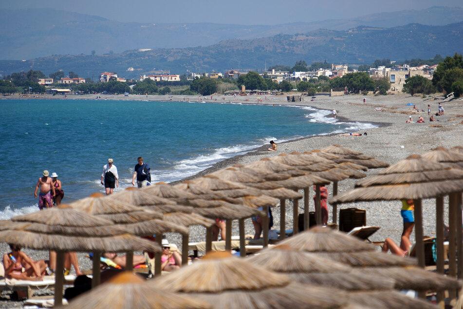 Nachdem eine erhöhte Zahl von Corona-Infektionen auf Kreta registriert wurde, hat die Regierung in Athen auf der Urlaubsinsel für sieben Tage ein nächtliches Ausgehverbot für die Region Rethymno verhängt.