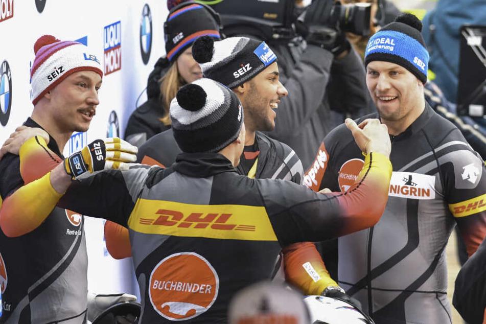 Pure Freude bei Nico Walther (r.) und seinen Anschiebern nach dem zweiten Lauf.