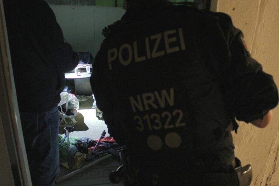 Die Beamten durchsuchten insgesamt 17 Objekte im Rheinland.