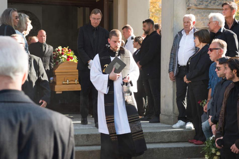 """Trauerfeier und Beisetzung des früheren Box-Profis Graciano """"Rocky"""" Rocchigiani auf dem St.-Matthäus-Kirchhof."""