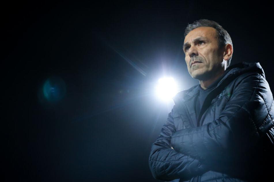 St.-Pauli-Trainer Jos Luhukay geht das Duell gegen Dynamo Dresden mit Ruhe an.