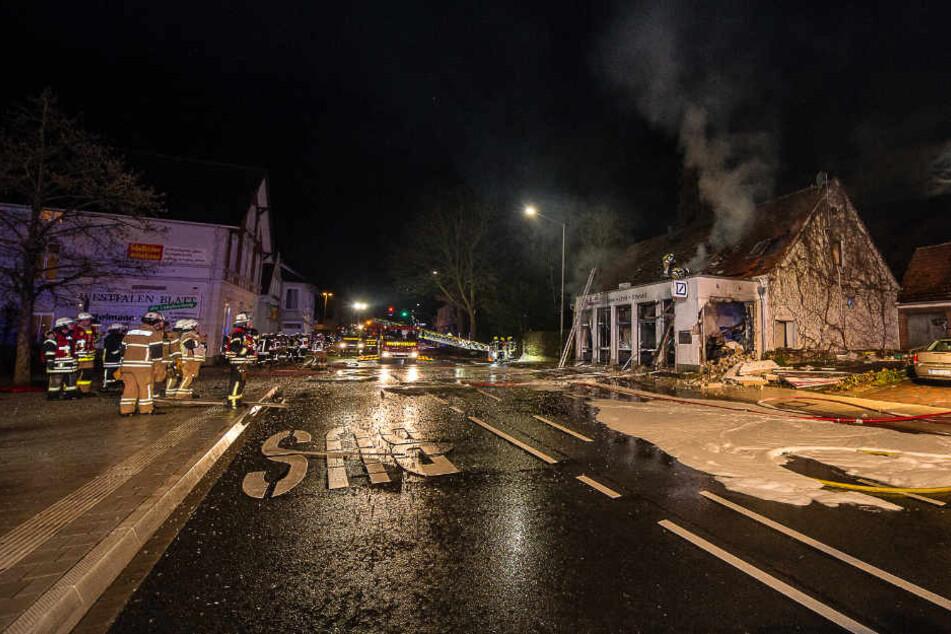 Die Explosion sorgte einen Großeinsatz aus. Die Lange Straße ist gesperrt.
