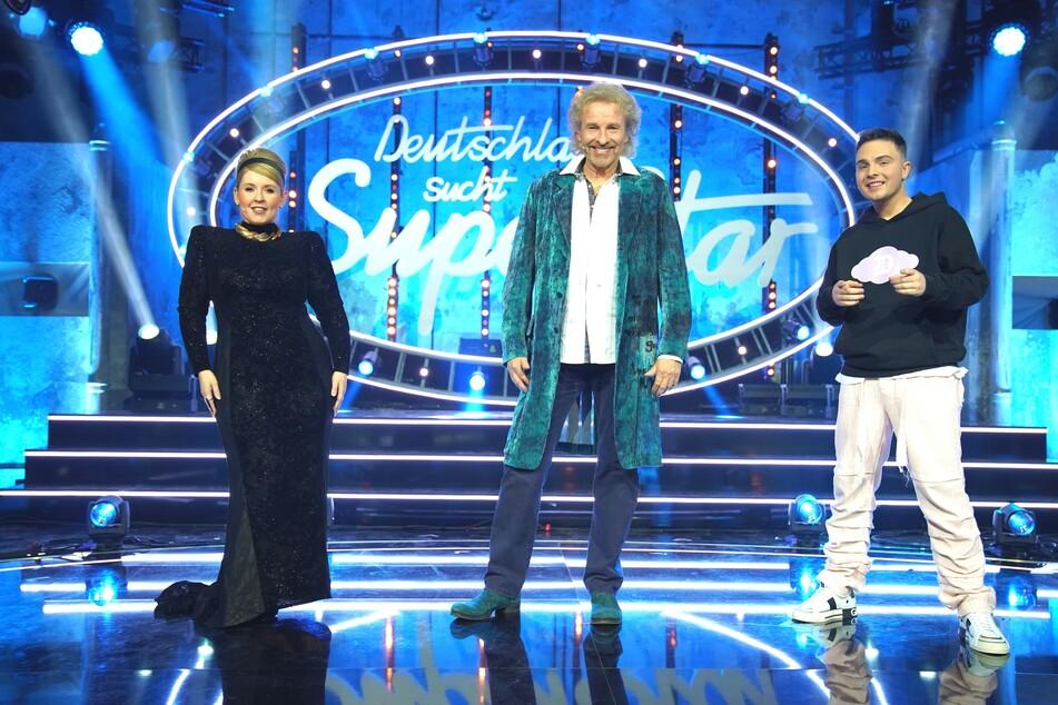 Anstelle von Dieter Bohlen (67) saß im DSDS-Halbfinale 2021 Thomas Gottschalk neben seinen Mitjuroren Maite Kelly (41) und Mike Singer (21).