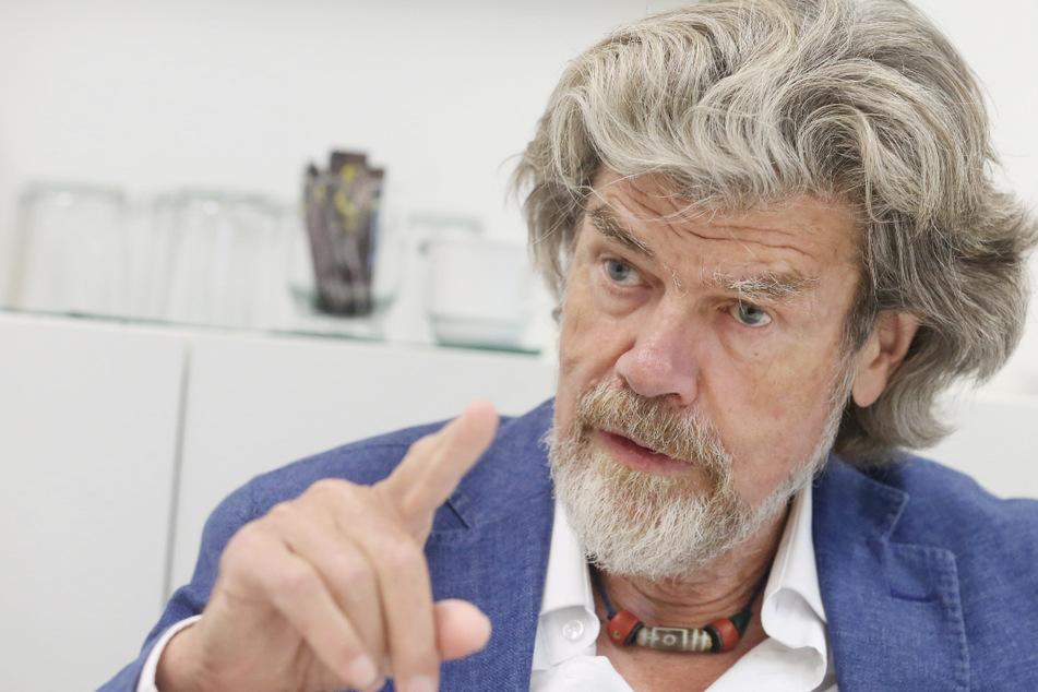 Der Südtiroler Bergsteiger Reinhold Messner (76) beantwortet Fragen eines Journalisten.